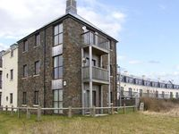 BOATYARD BY THE SEA, family friendly in Burry Port, Ref 5083