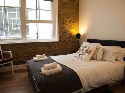 Goswell Road - Inside: beautiful exposed brick wall