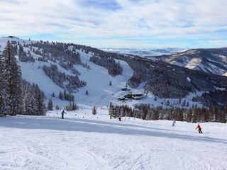Vail condo photo - Enjoy well groomed and wide runs. Something for every ability level.