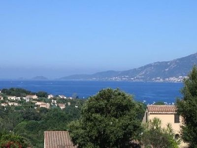 Appt t2 overlooking the Gulf of Ajaccio. A 1 km from shops and the beach.