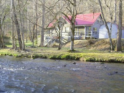 Living Waters Cabin, A rare find in the smokies!  Fishing, tubing,skipping rocks