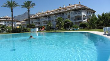 Puerto Banus apartment rental - Pool and third floor apartment on corner
