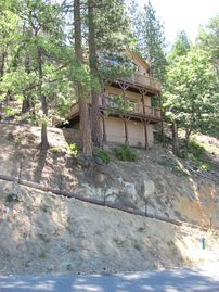 Yosemite National Park chalet rental - It is a STEEP & narrow driveway perched on a hillside with views of pine forest