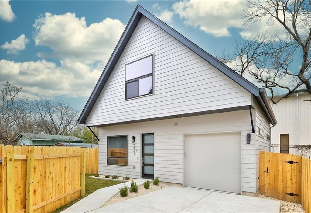Brand New Construction, 2BR/2.5B Home in East Austin