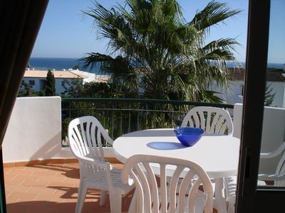 Privately Owned Spacious 2 Bedroom Apartment  Panoramic Sea Views  Pool, Wi Fi