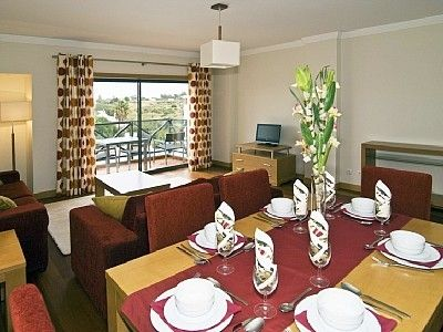 5 Star Apartment, Beautiful Fit Out , equipped Kitchen, WiFi, Air Con, Sat Tv, Max 6 Persons