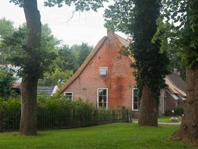 houses and apartments in old farmhouse with sauna and hot tub - Brinkstee