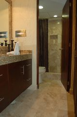 Cancun condo photo - Vanity & Bath Area