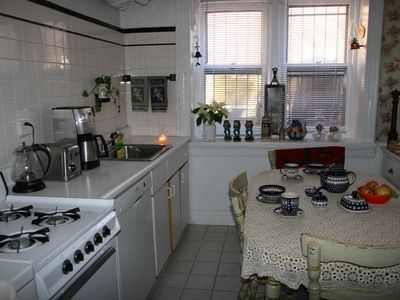 Brooklyn house rental - Full equipment kitchen with entrance to the garden