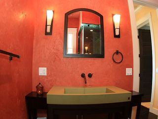 Lahaina villa photo - The bathroom in the main part of house