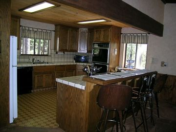 large well stocked kitchen spacious kitchen has plenty of room for multiple che