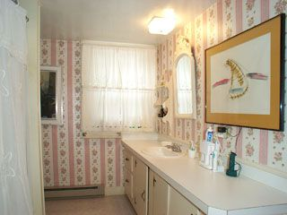 Middletown house rental - Upstairs Bath with Tub/Shower