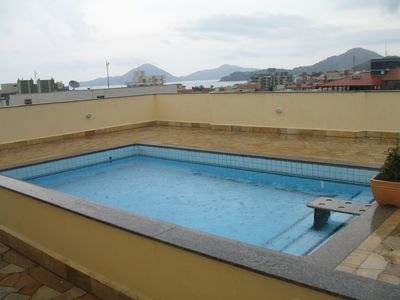 'FIT.  AMPLE, AIRED, 3 DORM. C / 1 SUITE, BALCONIES, POOL AND BARBECUE