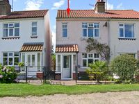 BROOK COTTAGE, pet friendly, with a garden in Sheringham, Ref 18465