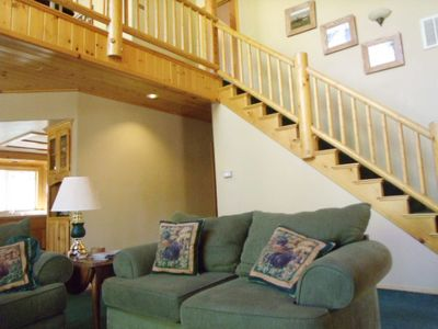 Logwork throughout the cabin, bright, spacious and lots of family/friend fun!