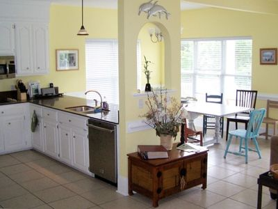 Kitchen / dining area, SS kitchen, walk in pantry, ice/water, service for 24