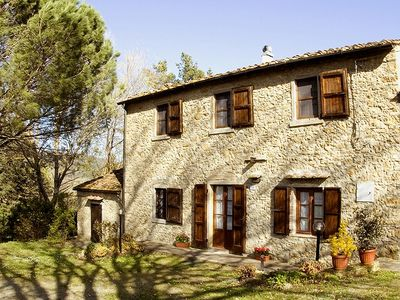 Natural stone house, with a fantastic location, close to the sea