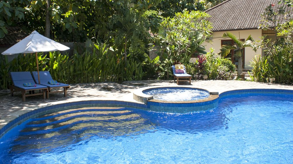 Bali holiday villa luxury villa padma at bali lovina for Gartengestaltung jacuzzi