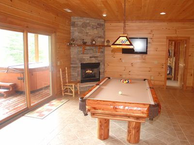 Billiards, fireplace and sports on the flat screen!