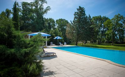luxury family retreat in the countryside - vineyards and sunflower fields  - Le Palmier : 2 spacious bedrooms , comfortably sleeps 4 to 6 people