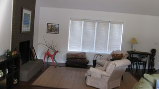 Rehoboth Beach house photo - Living Room Comfy for reading and hanging out!