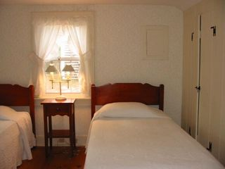 Dennisport cottage photo - Twin bedroom