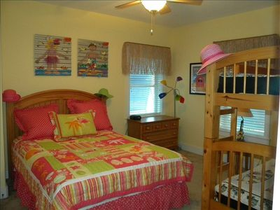 3rd Bedroom Queen w/Bunk Beds
