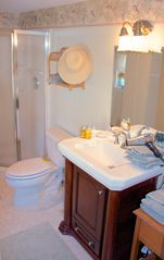 Avon-by-the-Sea house photo - Bath in Paris bedroom