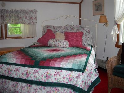 The Rose Room. Queen bed.
