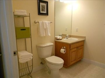 .1st floor queen efficiency suite bathroom