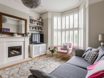 Exquisite 5BR Family Home in SE London - Five Bedroom House, Sleeps 9