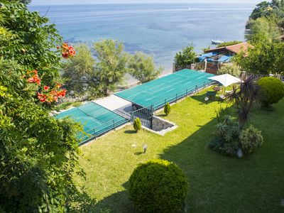Beachfront cozy apartment! The sea at your feet, SeaView from the balcony!