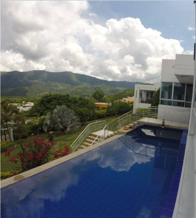 Spectacular 6BR hse with pool and more