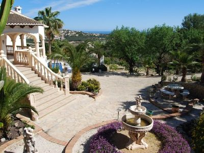 luxury villa with private pool , 3km from the beach