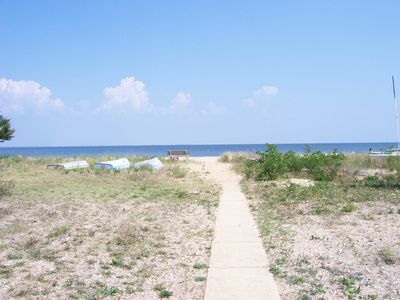 Solomons Island house rental - Walkway to the beach at the end of Beach Drive