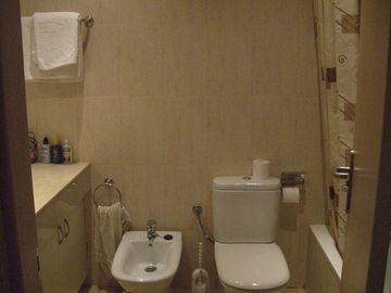 Family Bathroom (2)