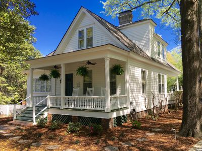 The Craddock - Tufts Home & Antique Carriage House   6BR 5.5 Baths   Sleeps 12+