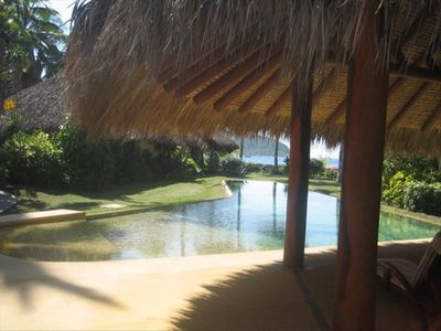 Zihuatanejo house rental - Large river rock pool with palapa pool house