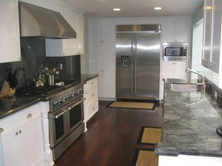 Recently upgraded kitchen with all major appliances