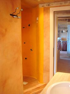 Chia apartment rental - The Fantastic Shower.