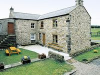 MOORGAIR COTTAGE, family friendly, with a garden in Hexham, Ref 705