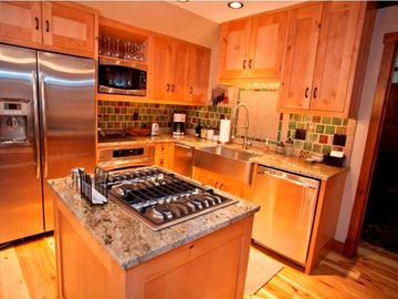 Telluride condo rental - Kitchen - Stainless Appliances including Gas Cooking and Under Counter Icemaker