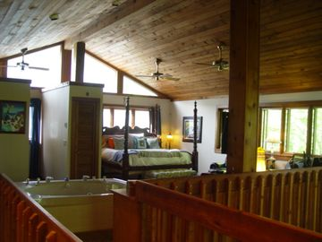 Huge master suite with jetted tub, sitting area and deck in the treetops