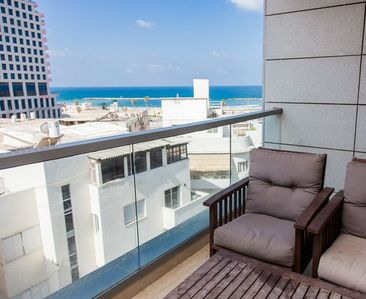 1 Min to the Beach-Free Parking-75m2-Balcony(Cview)-City Center-Free WiFi-NEW