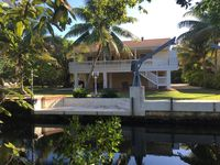 Captain D's Hideout - Beautiful waterfront home in the heart of a deer preserve