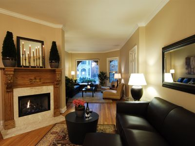 Chicago apartment rental - Apt. 1- Living room w/fireplace, flatscreen