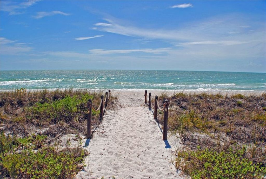 Little Hickory Island Condos For Sale