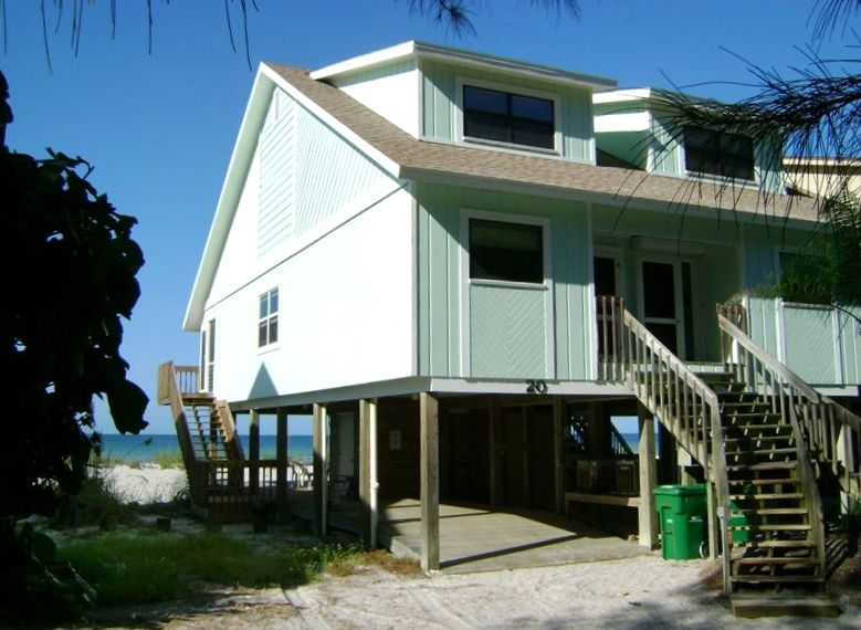 Beachfront Townhouse, Directly on the beach with pool & amazing sunsets.