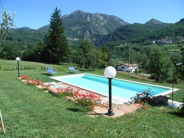 Villa Collemandina house rental - 10 metre pool with a view