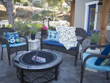 Pacific Grove cottage rental - Tranquil outdoor sitting area is the perfect place to enjoy your morning coffee